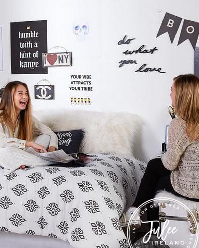 Roundup: Favorite Dorm Room Décor Products
